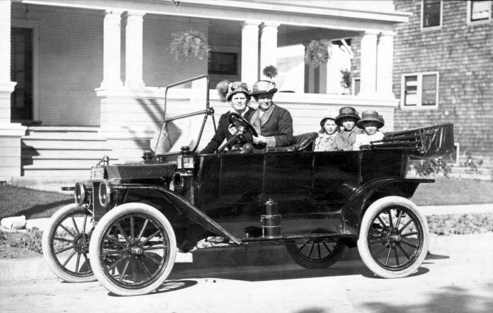 Sarah Lynden, wife of Councilman John R. Lynden,  family cook Jenny Lyddy in passenger seat, and children Esther, John II, and Richard, circa 1909 near home at 48 Park Road.